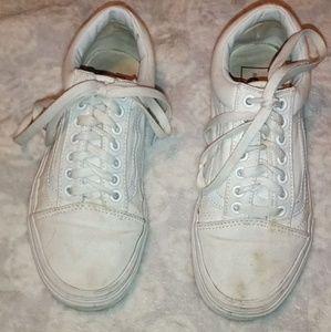 White old school Vans 💮